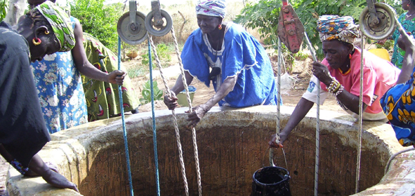 En 2013, près de 20 projets de solidarité mondiale ont été consacrés par le Secours populaire à l'accès à l'eau. Ici au Mali. - Photo : SPF.